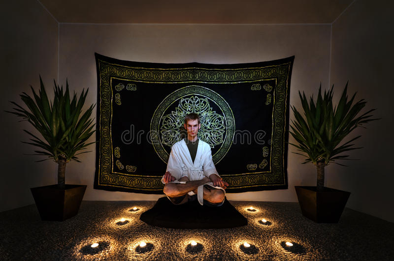 Meditations-Ritual lizenzfreie stockfotos