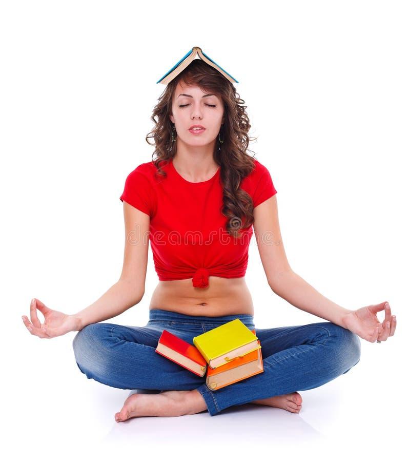 Meditazione con i libri fotografie stock