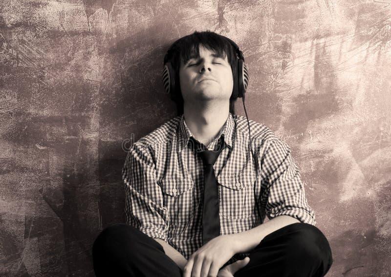 Meditazione con musica fotografia stock