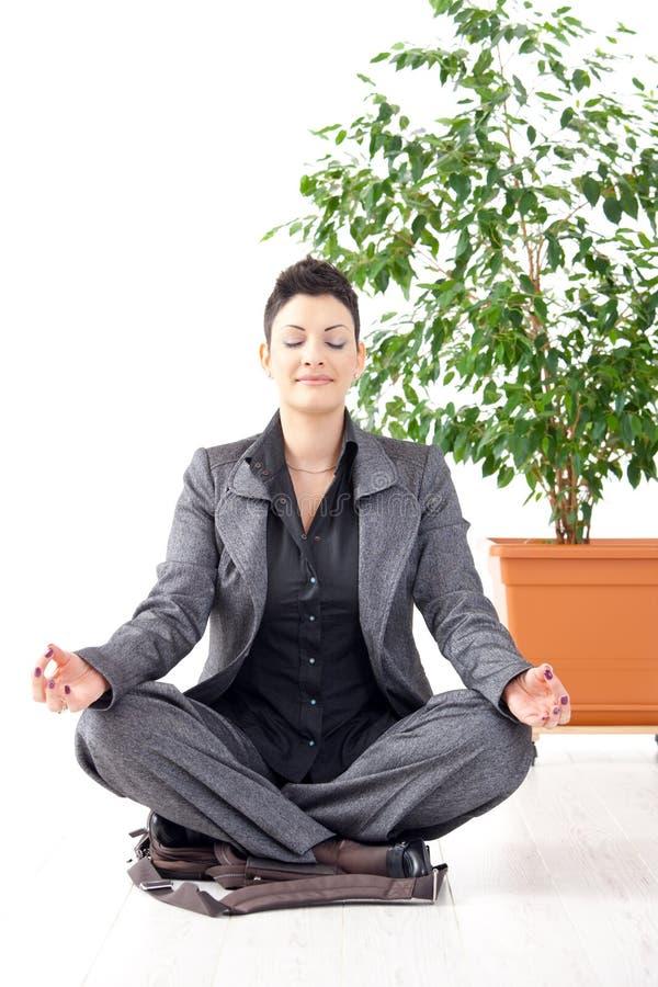 Meditazione Di Yoga All 39 Ufficio Immagine Stock Immagine