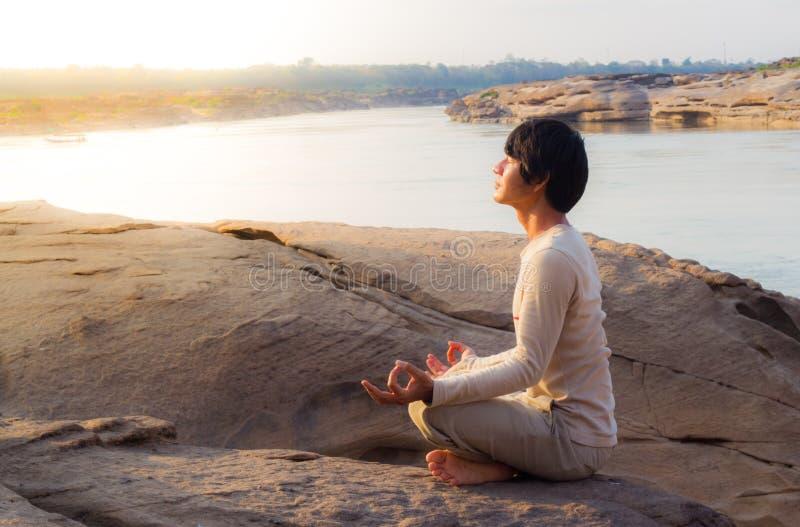 Meditazione in natura fotografia stock libera da diritti