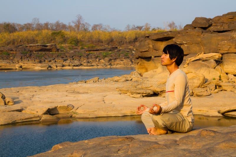 Meditazione in natura immagine stock