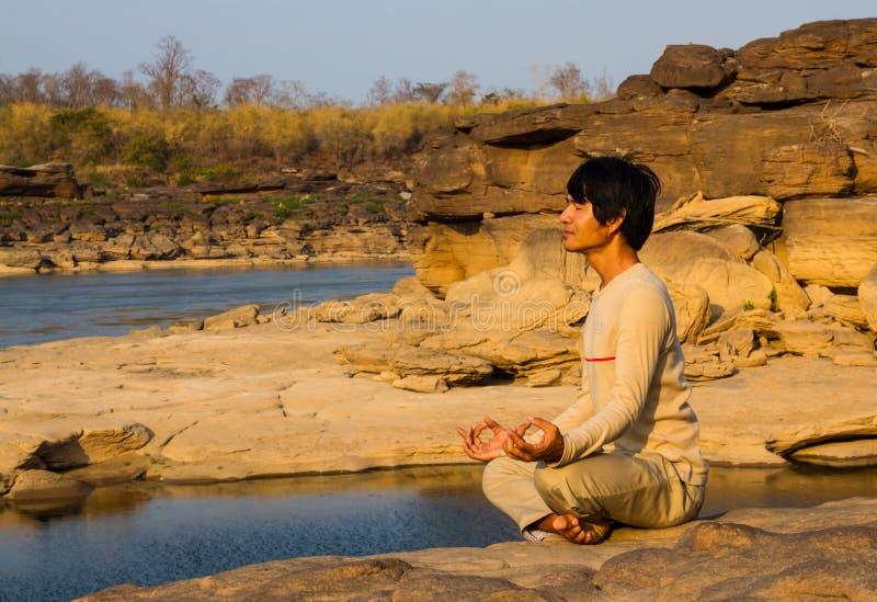 Meditazione in natura immagine stock libera da diritti