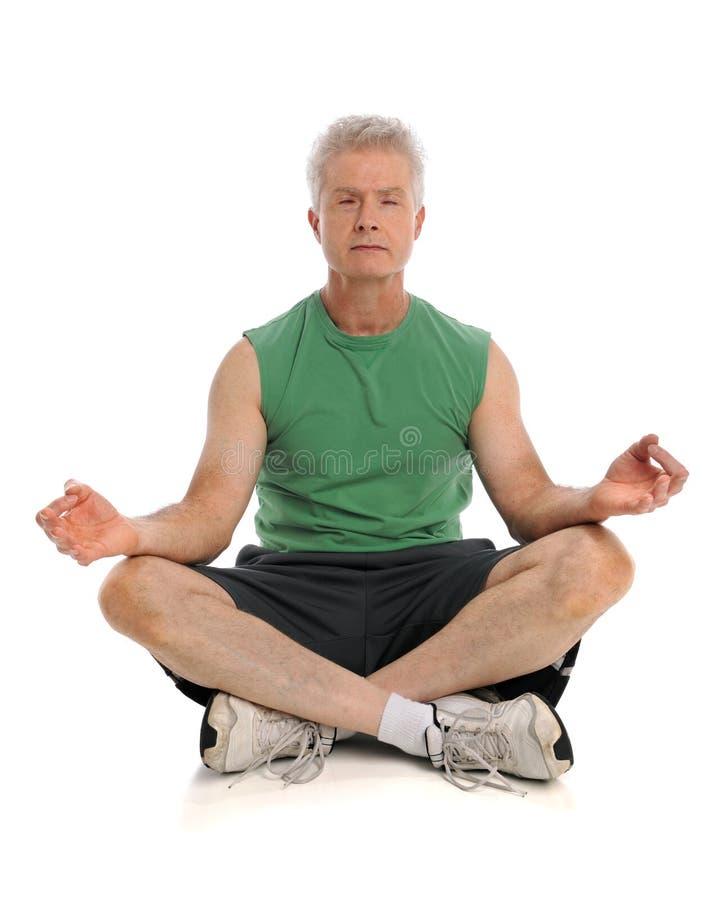 meditera för man royaltyfri bild