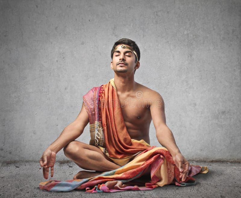 Meditera för man royaltyfri fotografi