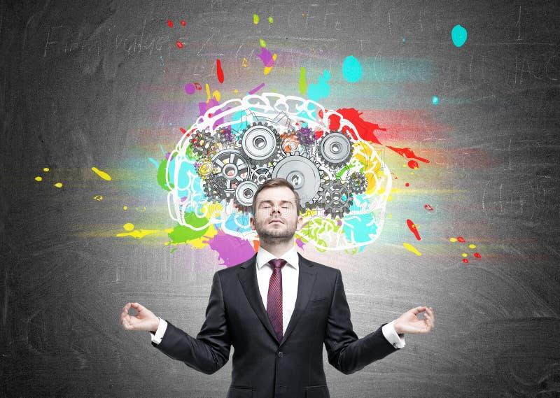 Meditera mannen och hjärnan med kuggar royaltyfri fotografi