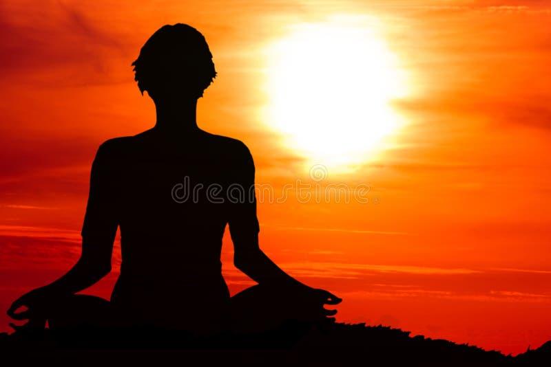 Mediterende vrouw royalty-vrije stock afbeelding