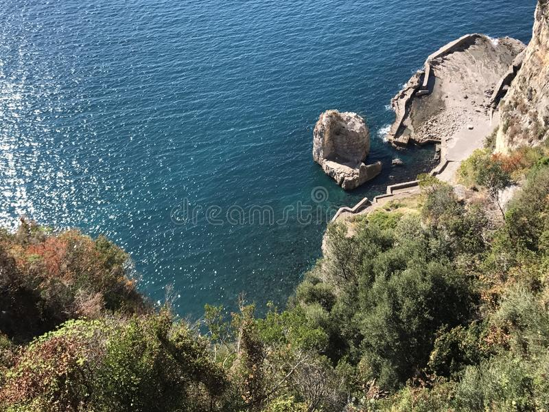 Mediterrâneo veja ao longo de Costiera Amalfitana imagem de stock