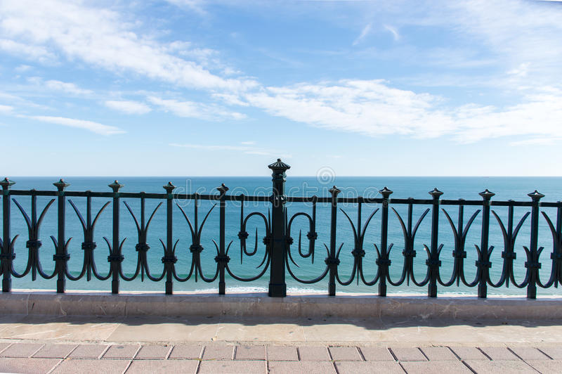 Mediterraan balkon aan het overzees royalty-vrije stock fotografie