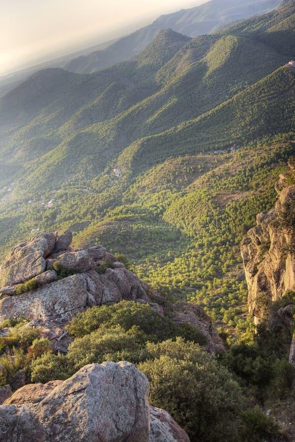 Download Mediterraan Bergachtig Landschap Stock Foto - Afbeelding bestaande uit berg, niemand: 10776514