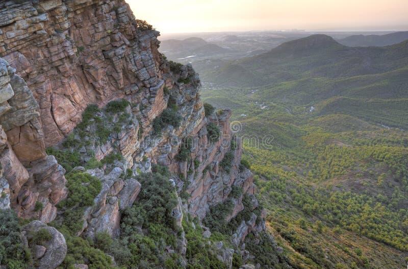 Download Mediterraan Bergachtig Landschap Stock Foto - Afbeelding bestaande uit piek, boom: 10777050