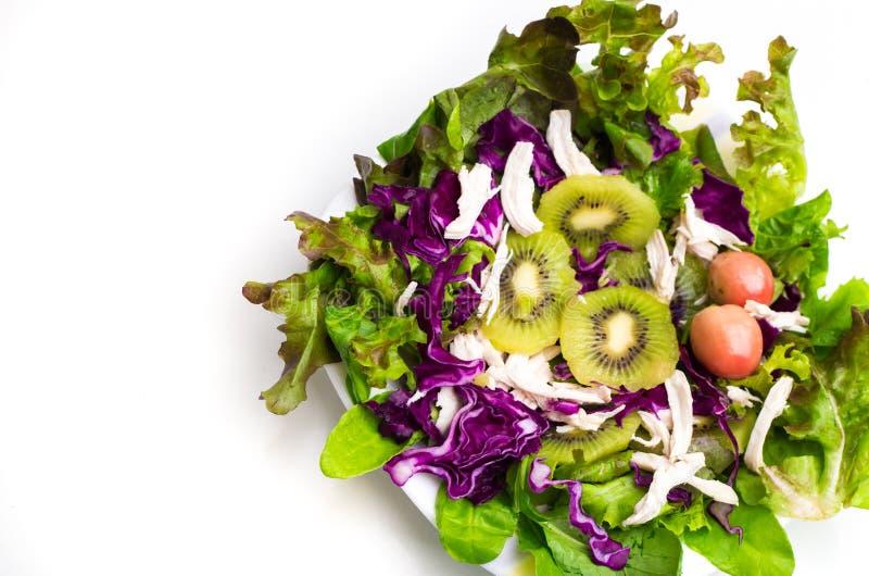 Mediterraan-stijlsalade met kiwifruit en Olijven royalty-vrije stock afbeeldingen
