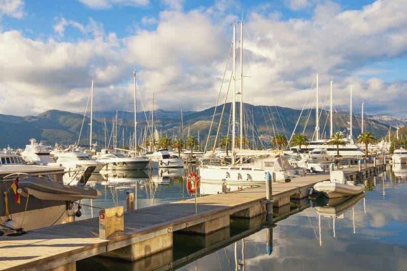 Mediterrane haven Mening van jachtjachthaven van Porto Montenegro Montenegro, Baai van Kotor, Tivat-stad royalty-vrije stock afbeelding