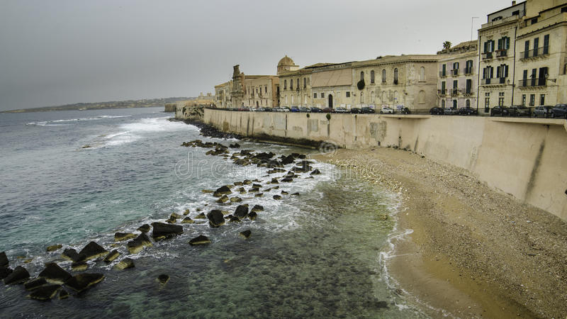Mediterrane kust in Syracuse, Sicilië royalty-vrije stock afbeeldingen