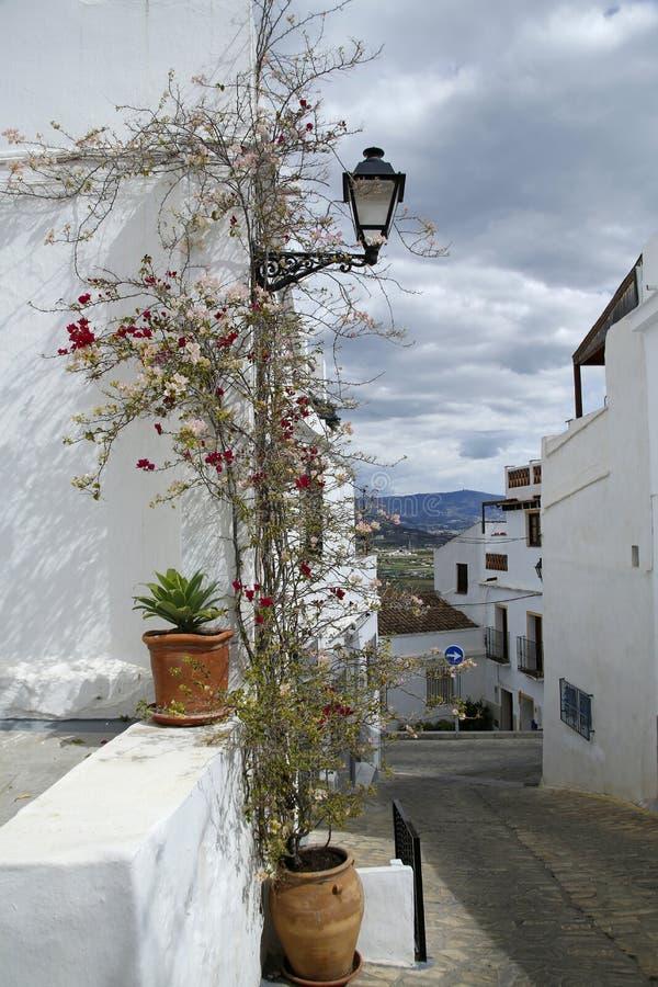 Mediterrane Spaanse smalle straat stock afbeeldingen