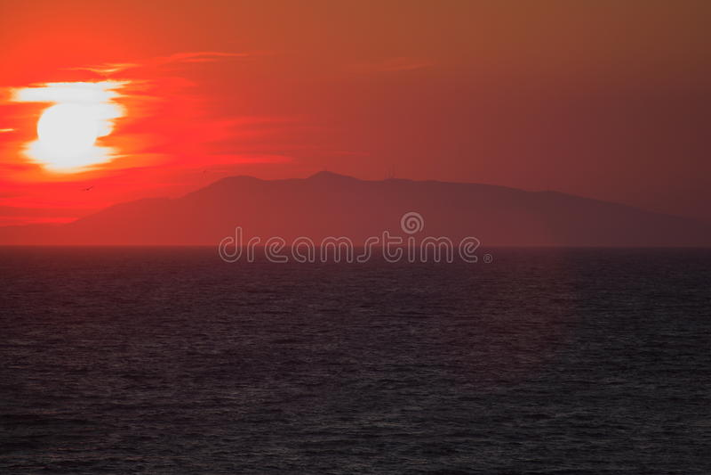 Download Mediterrean日落 库存图片. 图片 包括有 蓝蓝, 海运, 红色, 剪影, 云彩, 日落, 晒裂 - 22358615