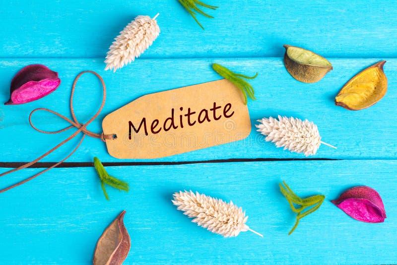 Meditieren Text auf Papiertag stockbild