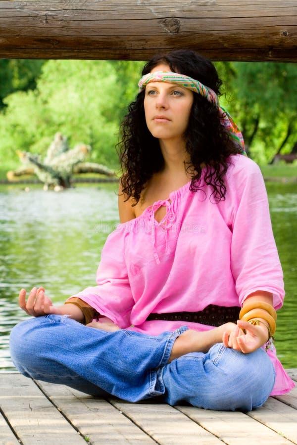 Meditierende Hippiefrau stockbilder