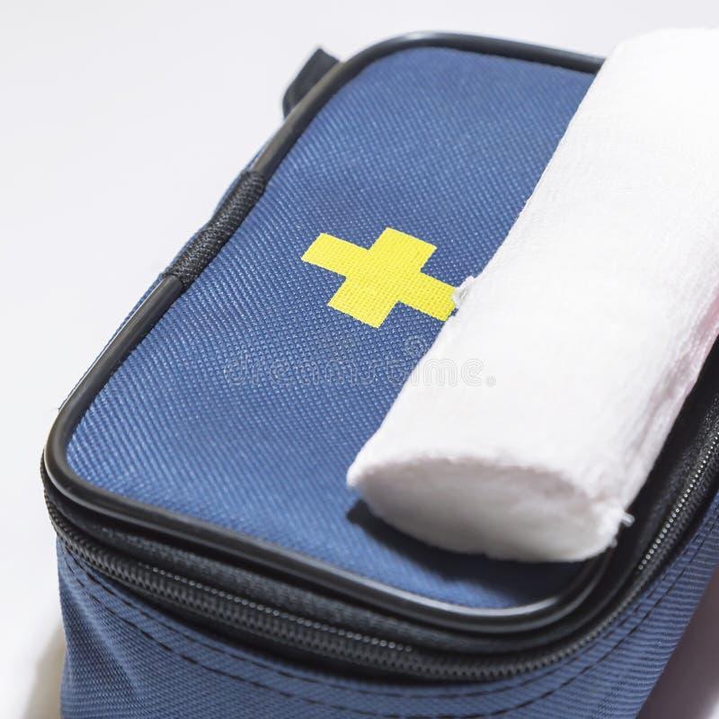 Medizin, Behandlung Ausr?stung der ersten Hilfe und gedrehter Behandlungs-Verband f?r Verletzungen stockfoto
