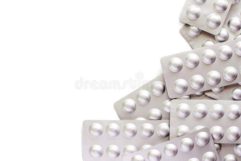 Medizin, Pillen, Droge oder Tabletten in einer Blisterpackung auf Weißrückseite lizenzfreie stockbilder