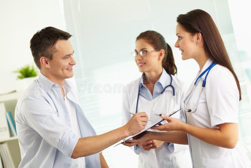 Medizinische Abfrage lizenzfreie stockfotos