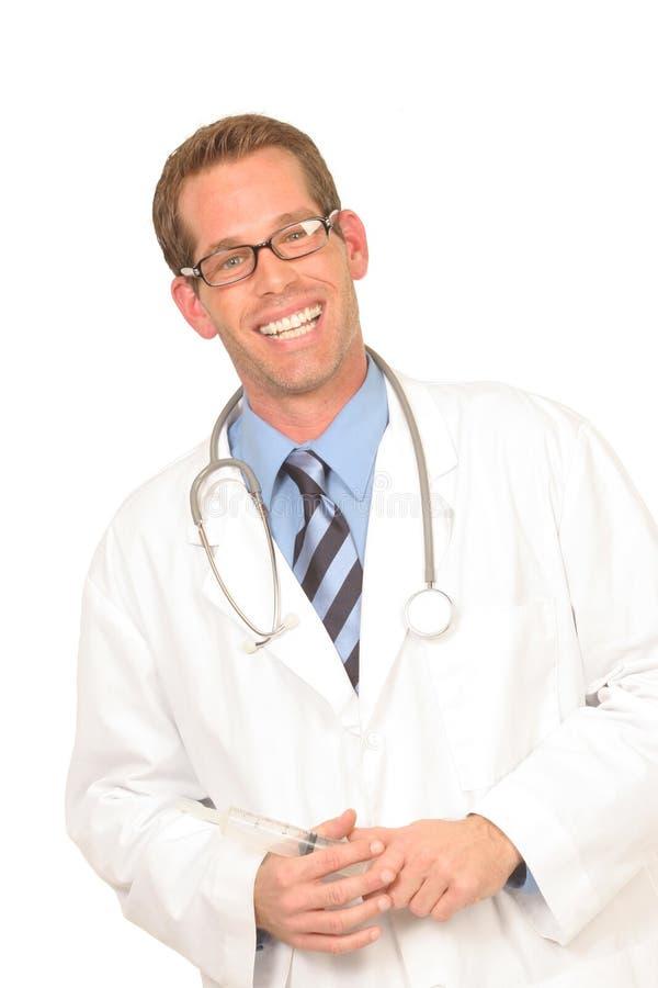 Medizinische Arbeitskraft, die eine Spritze anhält lizenzfreie stockfotos