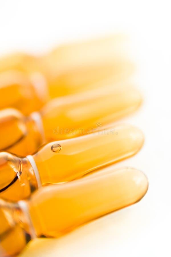 Medizinische braune Ampules stockfotografie