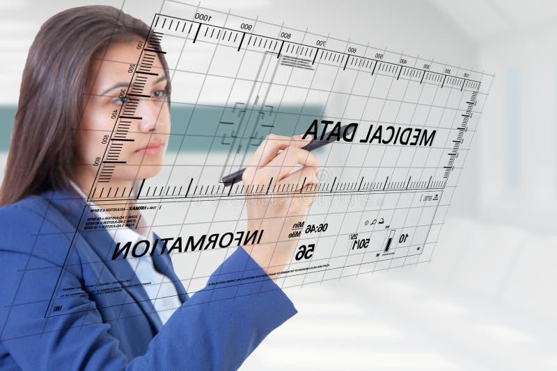 Medizinische Daten der Frauenstift-Note lizenzfreies stockbild