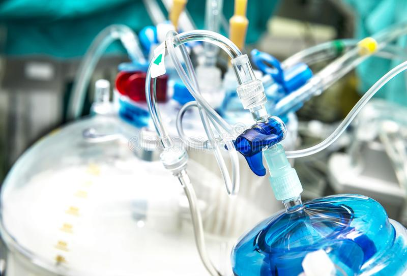 Medizinische Plastiklinien und Rohre stockfoto