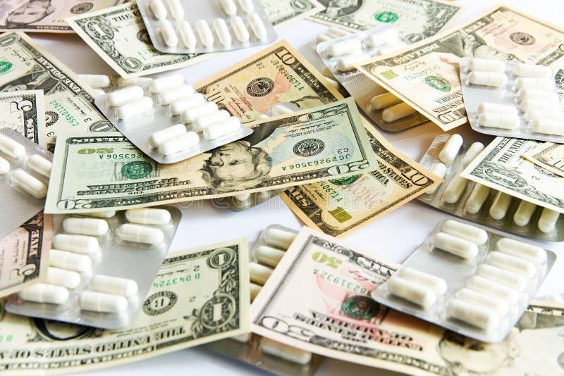 medizinische Vorbereitungen und Dollar lizenzfreie stockfotos