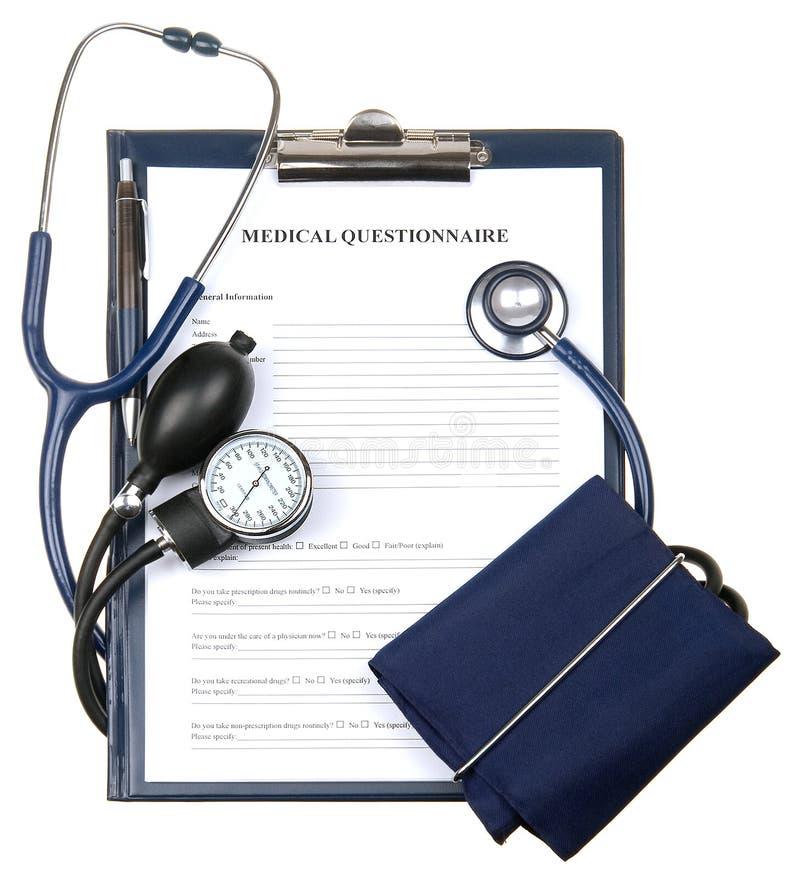 Medizinischer Fragebogen in einem Klemmbrett getrennt stockfoto