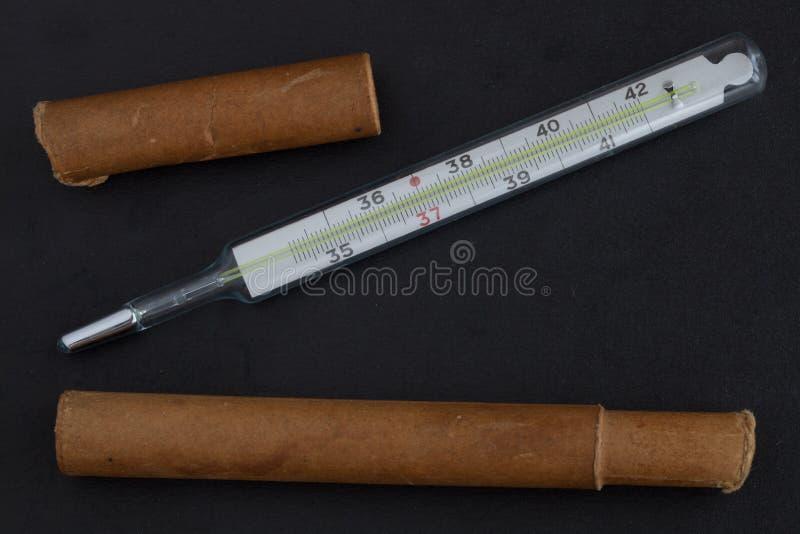 Medizinischer Quecksilberthermometer lizenzfreies stockbild