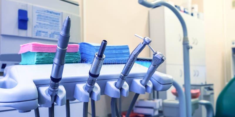 Medizinisches Büro Das Büro des Zahnarztes, Mundhygiene, zahnmedizinische Instrumentnahaufnahme lizenzfreies stockfoto