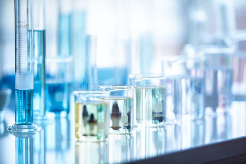Medizinisches Laborversuchrohr in der wissenschaftlichen Forschung und Entwicklung des Chemiebiologie-Laborversuchs und im Gesund stockfoto