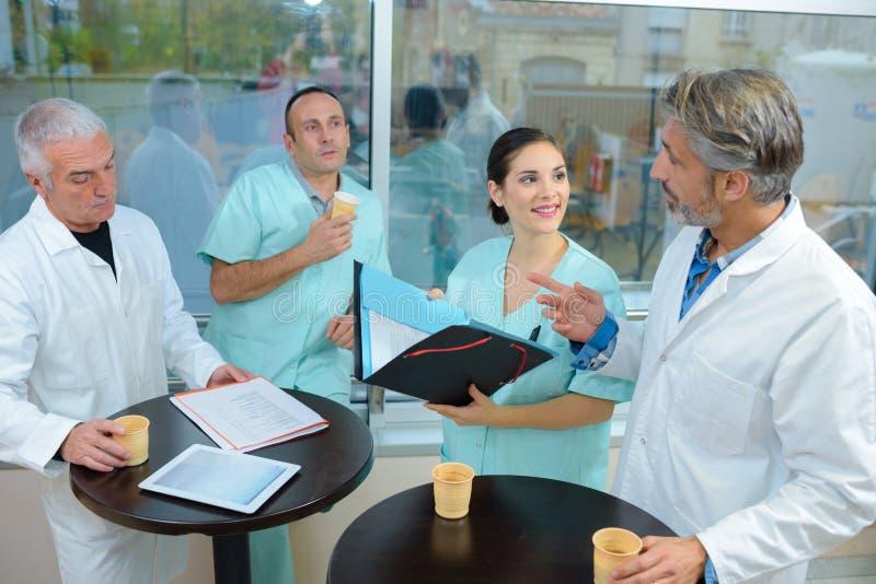 Medizinisches Personal auf Pause stockfoto