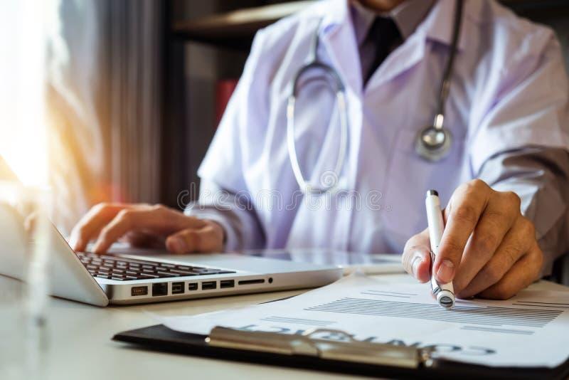 Medizinisches Technologiekonzept Doktorfunktion lizenzfreie stockbilder