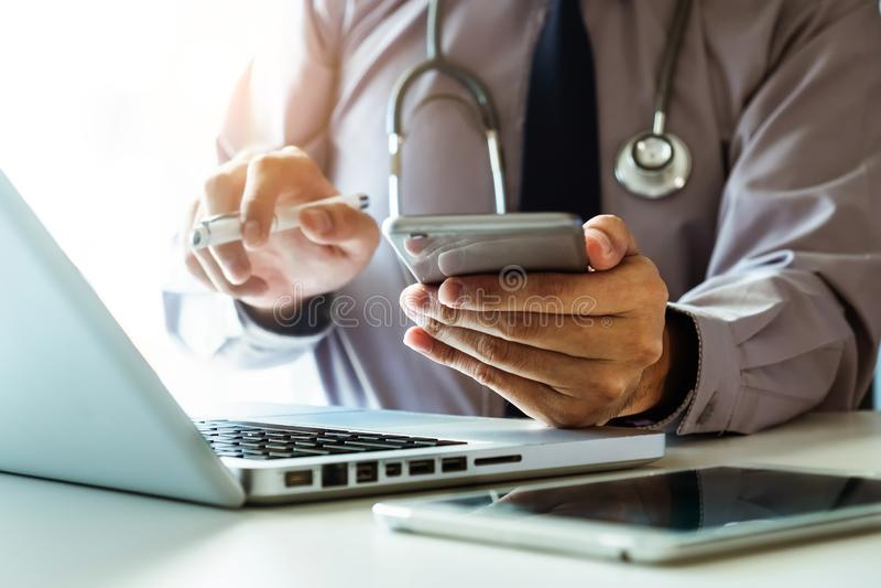 Medizinisches Technologiekonzept Doktorfunktion stockfotografie