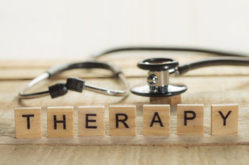 Medizinisches und Gesundheitswesen-Konzept, Therapie stockbild