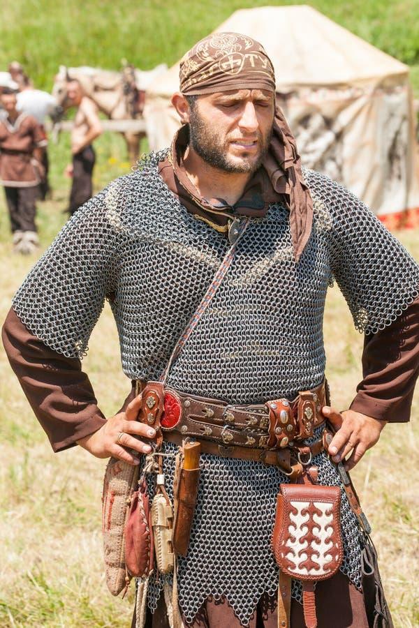 Medlem av den nationella festivalen av Rozhen i bulgar i den forntida ringbrynjan arkivfoton