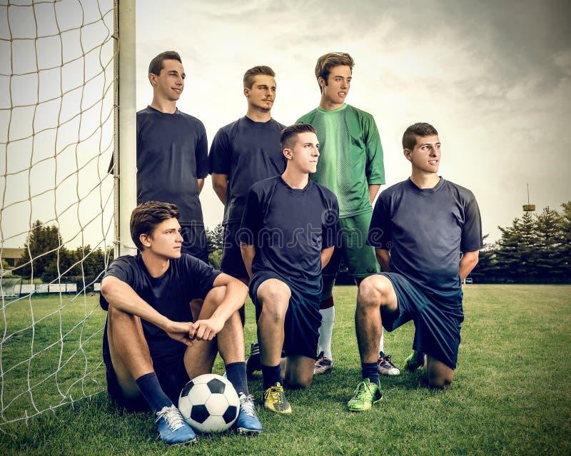 Medlemmar av ett fotbollslag fotografering för bildbyråer