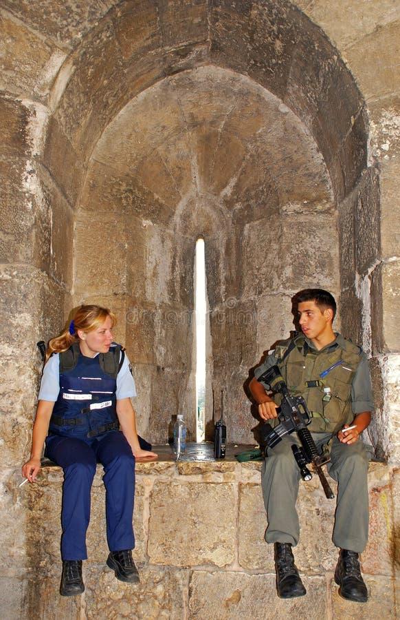 Medlemmar av Israels försvarsmaktpolisen i den gamla staden av Jerusalem, royaltyfri foto