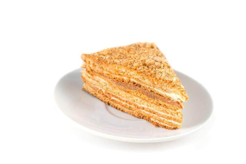 Medovik -在白色板材的层状蜜糕 库存照片