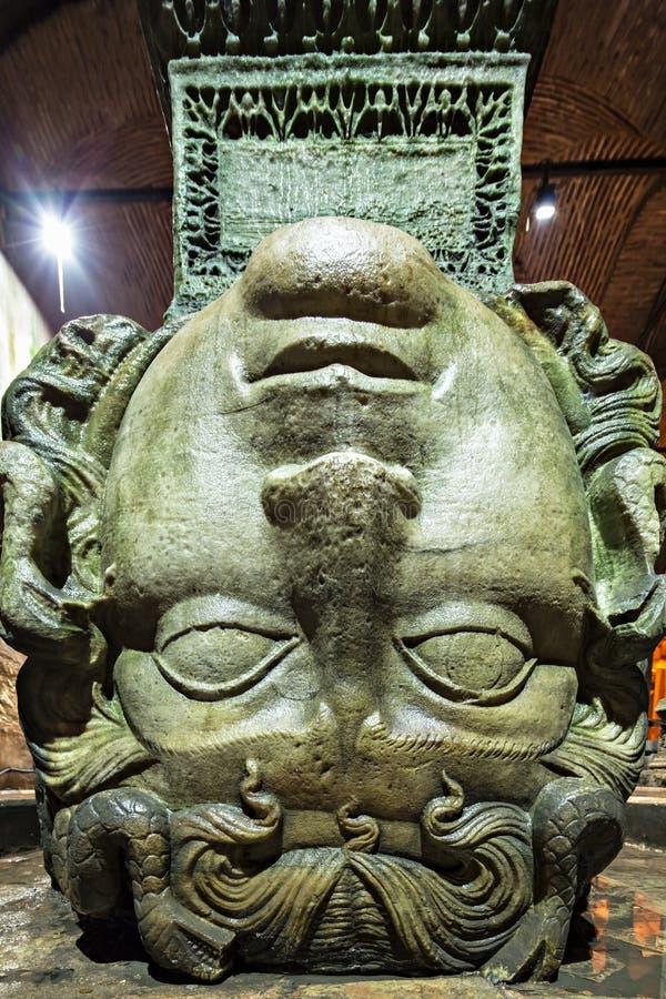 Medusa haed in der Basilika-Zisterne. Istanbul lizenzfreies stockbild
