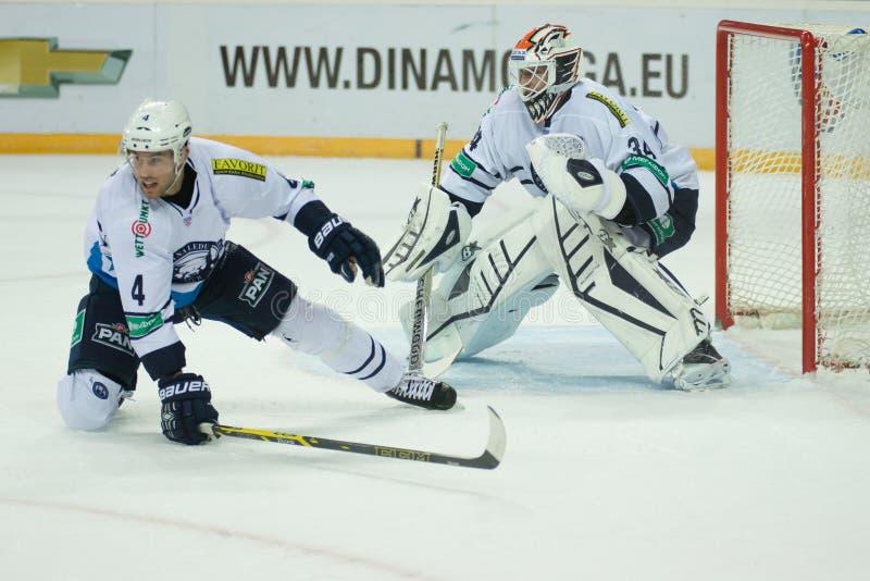 Medvescak Zagreb bate Dinamo Riga 2-1 imagens de stock