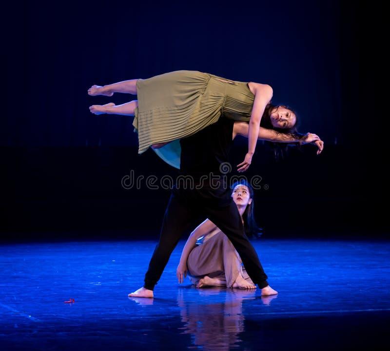 Medvetenheten av dockor 3-Act 5: Ingenstans som förlägger denmoderna dansen Dreamlan royaltyfria bilder