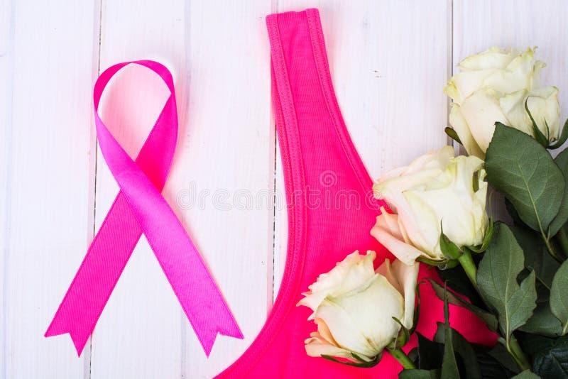 Medvetenheten av folk och kampen mot bröstcancer royaltyfri fotografi