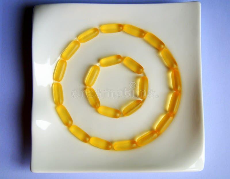 Medycyn pojęcia kapsuł pigułki na talerzu obrazy stock