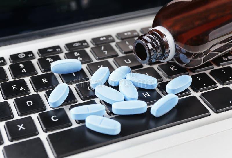Medycyna na klawiaturze obraz royalty free