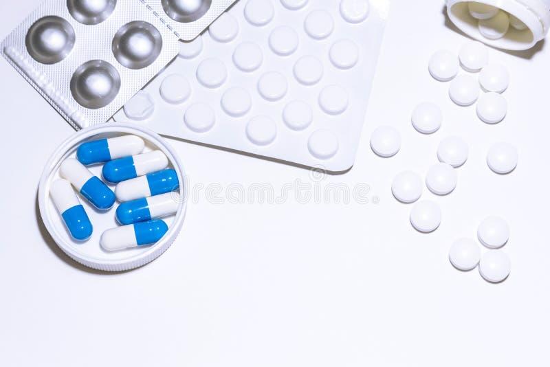Medycyna, traktowanie Różnorodni pigułka antybiotyki, analgesics, antidepressants, środek przeciwwirusowy narkotyzują, witaminy d zdjęcia stock