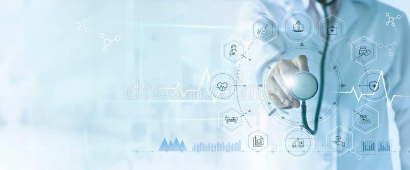 Medycyny lekarka z stetoskopem w r?ki i ikony ubezpieczeniu dla zdrowie Medyczny sie? zwi?zek obrazy stock
